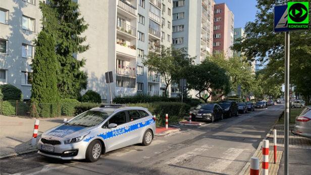 Radiowóz zaparkował na przejściu Przemysław/Kontakt24