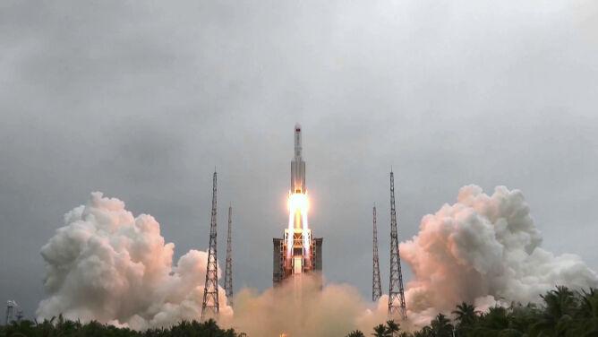 Części chińskiej rakiety mogą spaść na Ziemię. Nie wiadomo, gdzie i kiedy