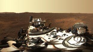 Panorama Marsa w kolorze. Powstała ze 142 ujęć